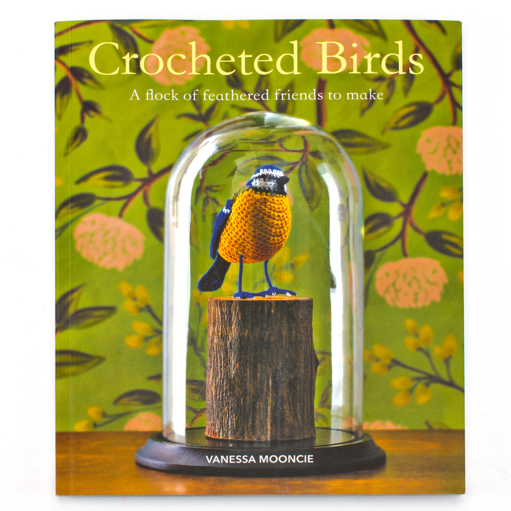 Front cover of the book Crocheted Birds by Vanessa Mooncie